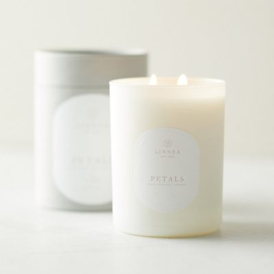 Petals Classic Candle by Linneas Lights