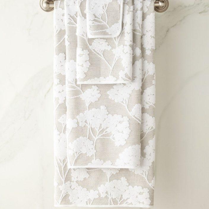 Eden White Bath Towels by Graccioza